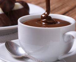 Cioccolata calda, una bevanda deliziosa e benefica per la salute